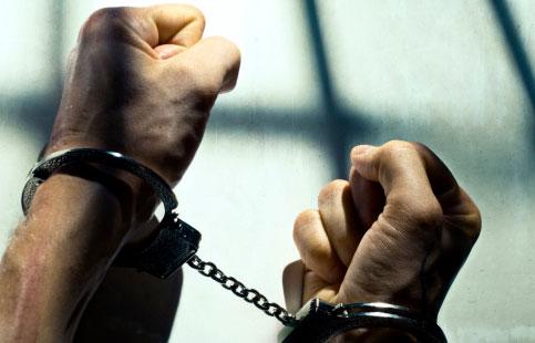 Σύλληψη φυγόδικου τα ξημερώματα στη Λάρισα με συνολικές καταδίκες… 106 ετών !