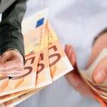 Υποχωρεί το ευρώ έναντι του δολλαρίου κατά 0,13%