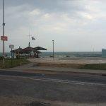 Αλλαγή σκηνικού – Βρέχει στα παράλια του ν. Λάρισας (ΦΩΤΟ)