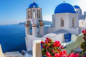 Τα ελληνικά νησιά που μαγεύουν