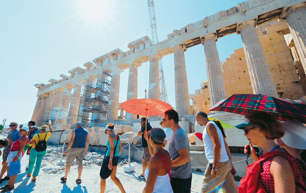 Ξεπέρασαν τα 30 εκατομμύρια οι τουρίστες που επισκέφθηκαν τη χώρα μας το 2017
