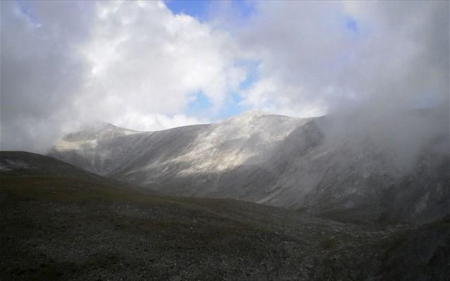 Χιονοθύελλα στον Όλυμπο – Αγωνία για τον ορειβάτη