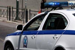 Γυναίκα πέταξε καρέκλα σε αστυνομικό