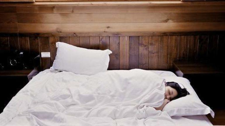Ποια είναι τα κατάλληλα σνακ πριν τον ύπνο;