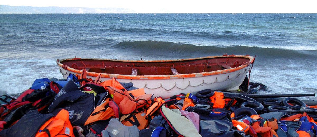 Τέσσερις νεκροί σε προσφυγική λέμβο