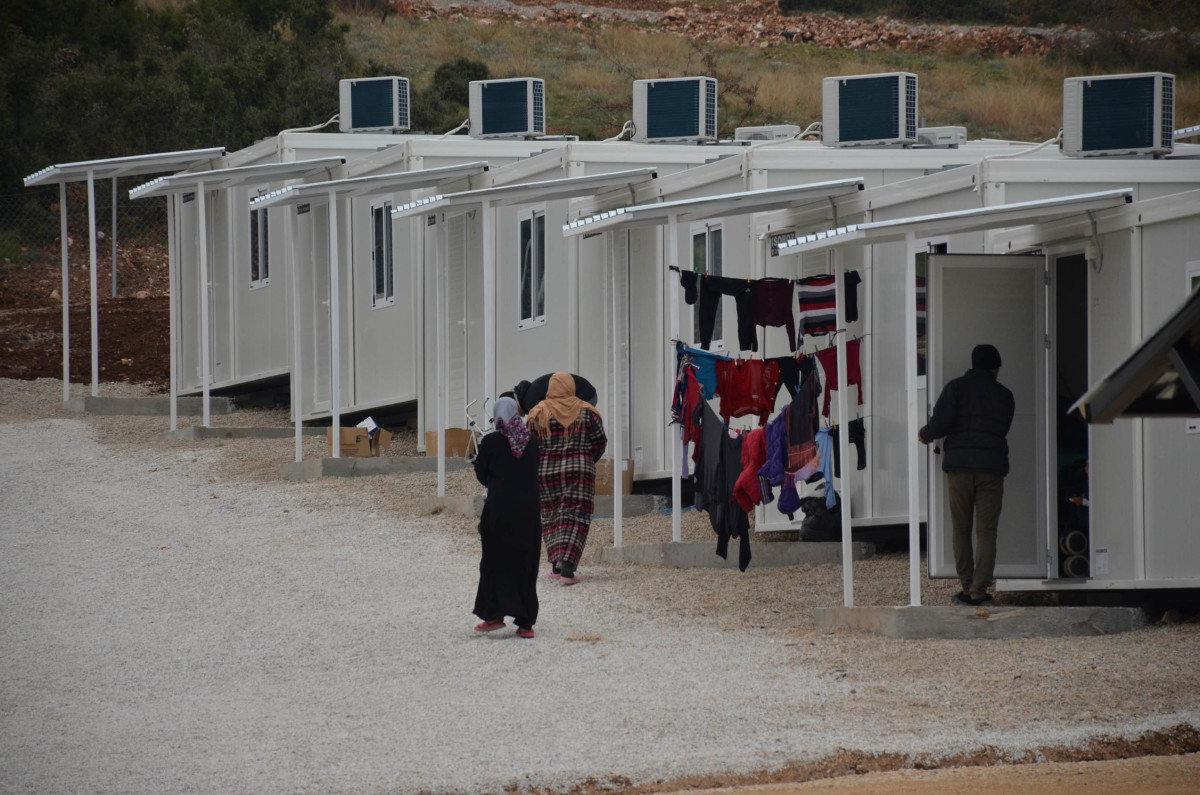 Στις φλόγες τυλίχτηκαν το πρωί κοντέινερς προσφύγων στο Κουτσόχερο
