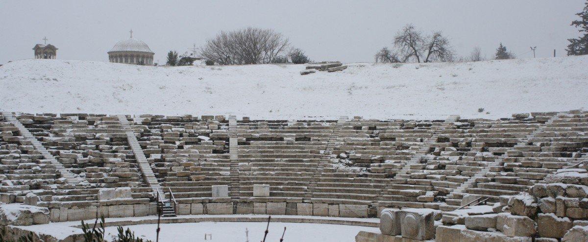 Νέες εικόνες από τη χιονισμένη Λάρισα