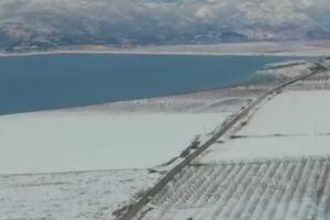 Χιονισμένη λίμνη Κάρλα (video)