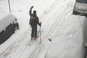 Βόλτα με… σκι στο Κέντρο της Λάρισας (ΦΩΤΟ)