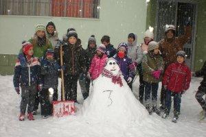 Το 3ο Δημοτικό Σχολείο Λάρισας παραδίδει μαθήματα χιονιού!!!