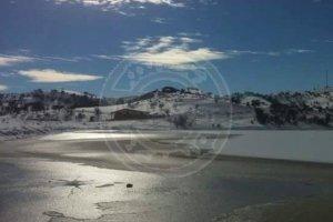 Εντυπωσιακό: Πάγωσε λίμνη στο Βλαχογιάννι Ελασσόνας (ΦΩΤΟ)