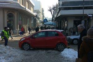 Λάρισα: Παρά τον παγετό επιμένουν στην… επική στάθμευση (ΦΩΤΟ)