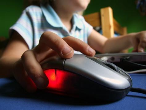 Ψηφιακός εξοπλισμός 5,5 εκατ. ευρώ στα σχολεία της Θεσσαλίας