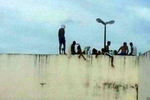 Τουλάχιστον 10 νεκροί κατά την εξέγερση στη φυλακή