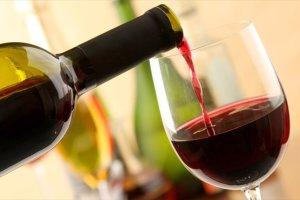 B. Αποστόλου: Μέσα στο 2017 θα καταργηθεί ο φόρος στο κρασί