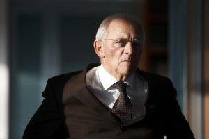 Σόιμπλε: Αν φύγει το ΔΝΤ, θα χρειαστεί νέο πρόγραμμα