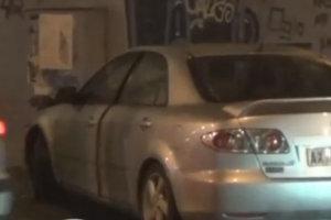 Αυτοκίνητο με τρία παιδάκια «καρφώθηκε» σε κολώνα