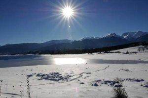 Η λίμνη Πλαστήρα στα… λευκά