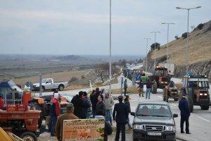 Λεωφορεία από τα μπλόκα Μελούνας – Δαμασίου στην Αθήνα