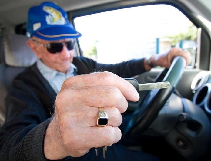 Οι άνω των 74 ετών θα πρέπει να αποδείξουν ότι ξέρουν από… οδήγηση