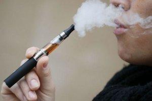 Οι χρήστες ηλεκτρονικού τσιγάρου είναι πιο ευάλωτοι σε πνευμονία