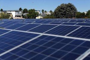 Πρόγραμμα για δωρεάν ρεύμα σε 300.000 νοικοκυριά με πράσινη ενέργεια
