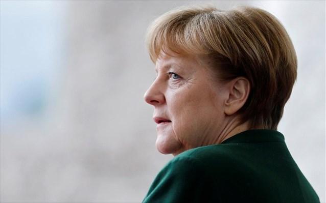 Ολο και λιγότεροι Γερμανοί στηρίζουν τη Μέρκελ