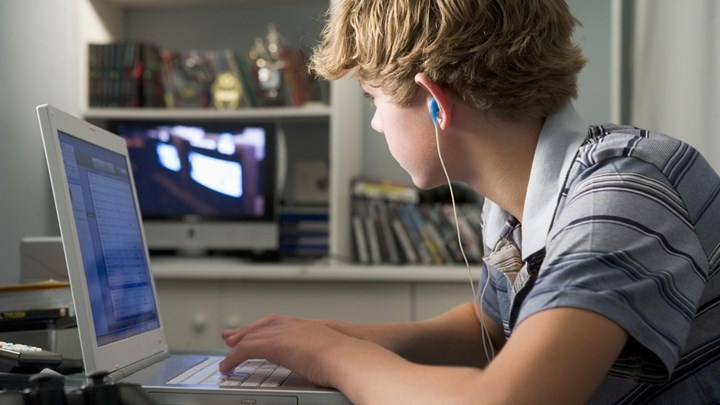 Οι μισοί γονείς ανησυχούν για την ασφάλεια των παιδιών στο ίντερνετ