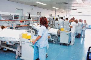 «Πνίγουν» τα νοσοκομεία τα νοσήλια των ανασφάλιστων