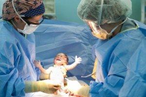 Πάνω από τις μισές γεννήσεις στην Ελλάδα γίνονται με καισαρική τομή