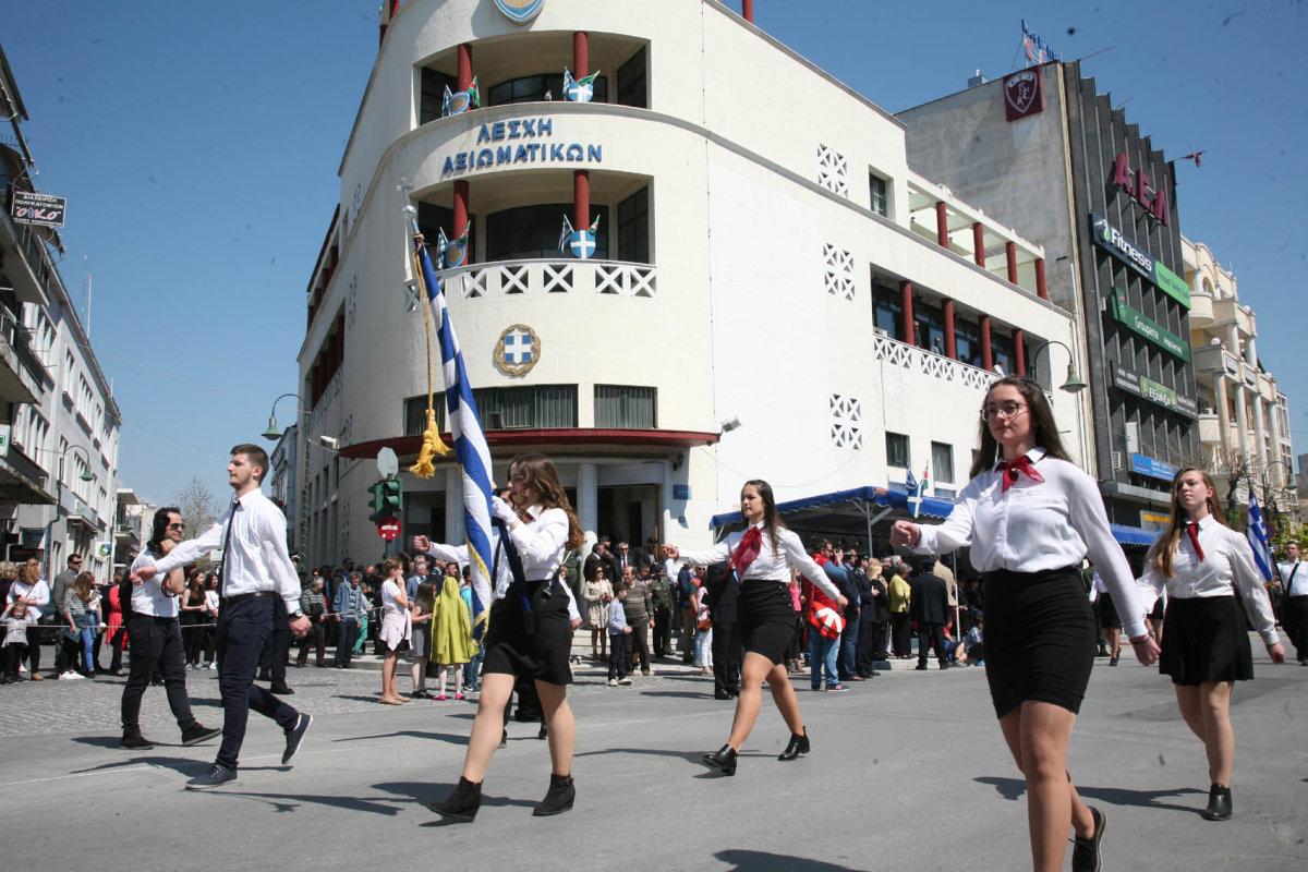 Στις 11.30 π.μ. η παρέλαση στη Λάρισα  0a60219f571