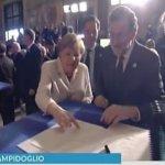 Η Μέρκελ ξέσπασε στα γέλια με την τεράστια υπογραφή του Ν. Αναστασιάδη (BINTEO)