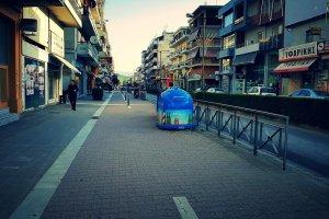 """Ποδηλατόδρομος… μετ"""" εμποδίων λόγω κάδων (ΦΩΤΟ)"""