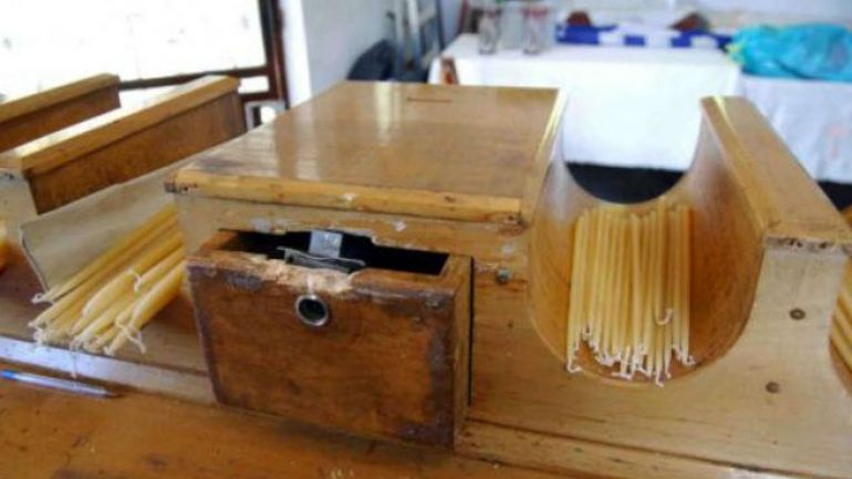 26χρονος προσπάθησε να «ανοίξει» παγκάρι στην είσοδο νεκροταφείου