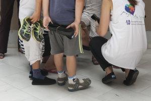 Καινούργια παπούτσια από το «Μαζί για το Παιδί» σε φορείς της Θεσσαλίας