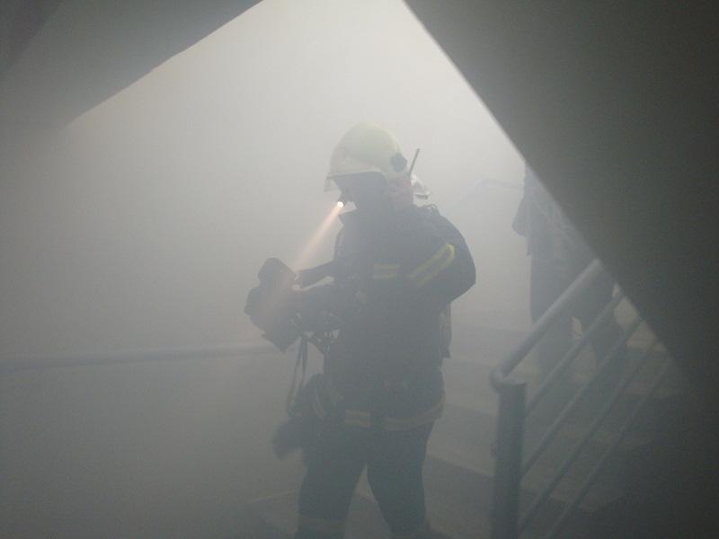 Απεγκλώβισαν οικογένεια μετά από φωτιά σε διαμέρισμα