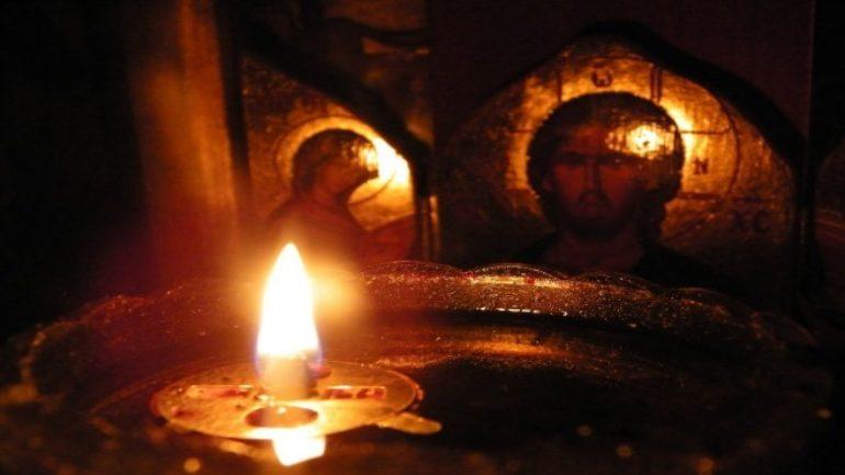 Η μεταφορά του Αγίου Φωτός στη Λάρισα