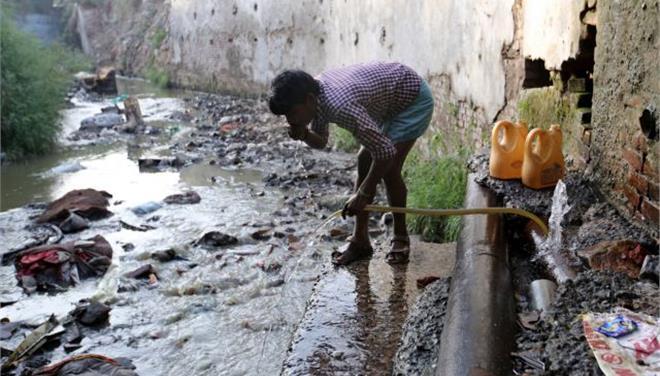 Δύο δισεκατομμύρια άνθρωποι καταναλώνουν νερό μολυσμένο με περιττώματα