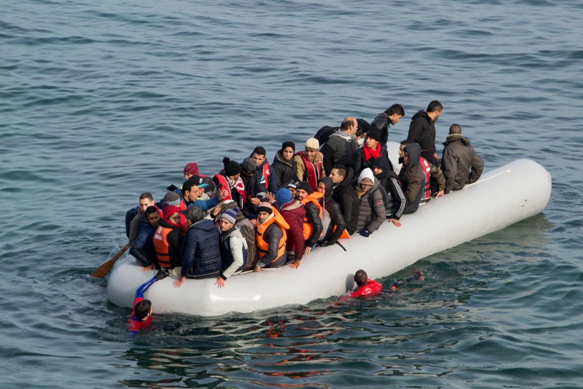Εκατοντάδες μετανάστες έφτασαν σήμερα στη Λέσβο