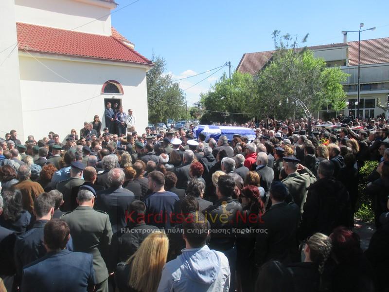 Πλήθος κόσμου αποχαιρέτησε στον συνταγματάρχη Θωμά Αδάμο (ΦΩΤΟ)