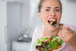 Οι επτά απαραίτητες βιταμίνες για μια γυναίκα άνω των 40