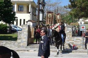 Τον Άγιο Γεώργιο τίμησαν οι καβαλάρηδες των Γόννων (ΦΩΤΟ)