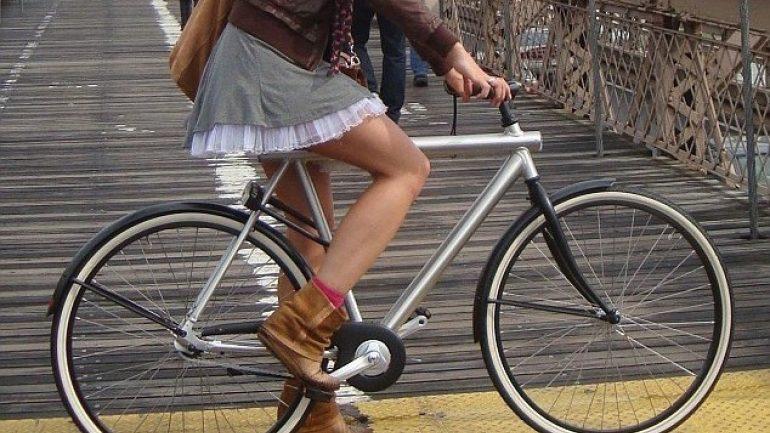 Μαλλιοτραβήγματα για την κλοπή ποδηλάτου