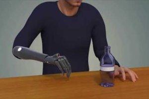 «Χέρια με μάτια»: Βιονικό χέρι που «βλέπει» και αντιδρά αυτόματα