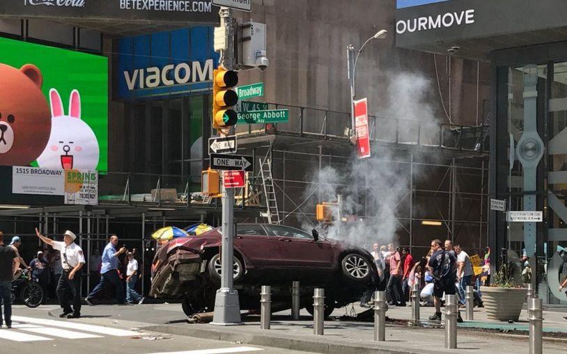 Πανικός στη Νέα Υόρκη: Τουλάχιστον ένας νεκρός από αυτοκίνητο που χτύπησε πεζούς