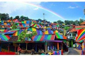 Ένα χωριό έγινε πολύχρωμο και βγήκε από την αφάνεια