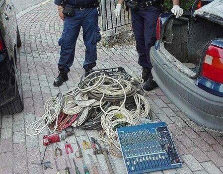 Ρομά διέρρηξαν χθες το απόγευμα κέντρο διασκέδασης στα Τρίκαλα αλλά τους συνέλαβαν σε λίγα λεπτά