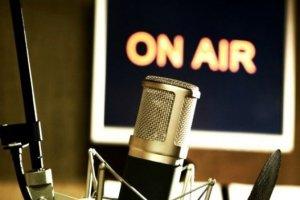 Τρίκαλα: «Πυγμαχία» στα… FM
