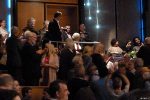 Η συγκλονιστική συναυλία του Μίκη Θεοδωράκη στο Ντίσελντορφ