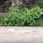 Βίντεο-σοκ με 15χρονη να πέφτει σε ορμητικό ποτάμι για τη «Μπλε Φάλαινα»
